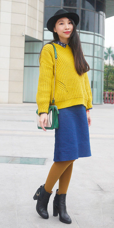 Denim-Skirt-Casual-Yellow-sweater
