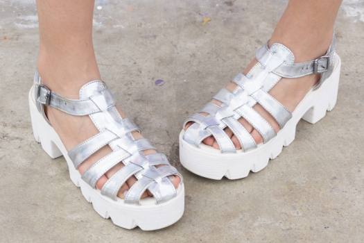 Holographic shoes and tennis skirt Tienda Wicked - DeLilac (4)