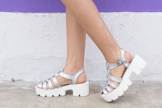 Holographic shoes and tennis skirt Tienda Wicked - DeLilac (5)