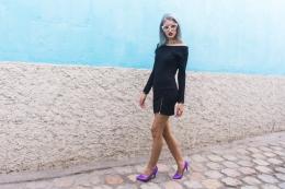 Vestido negro y stilletos lilas delilac (12)