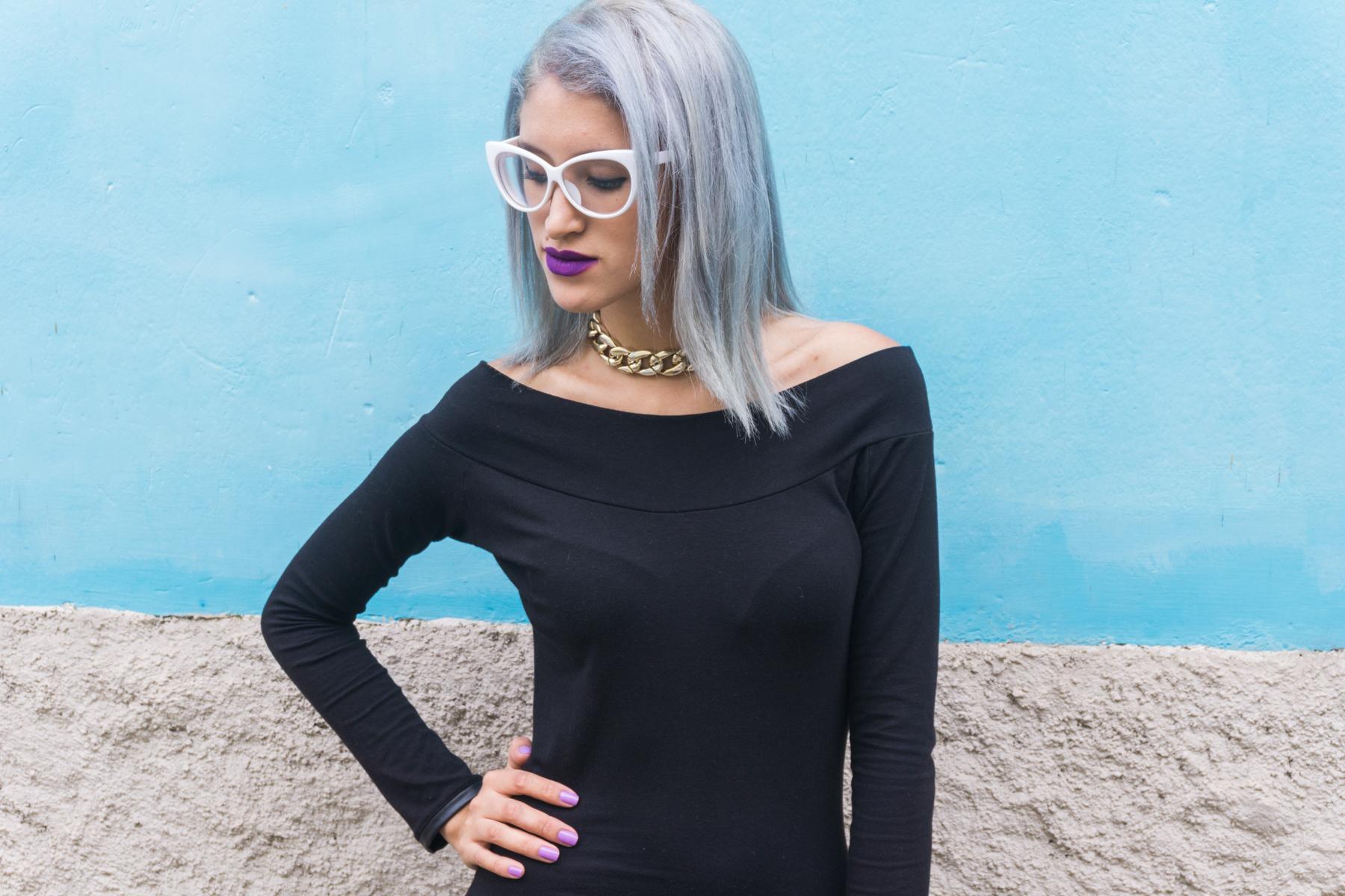 Vestido negro y stilletos lilas delilac  (3)
