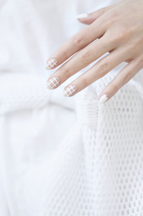 grid nails.jpg