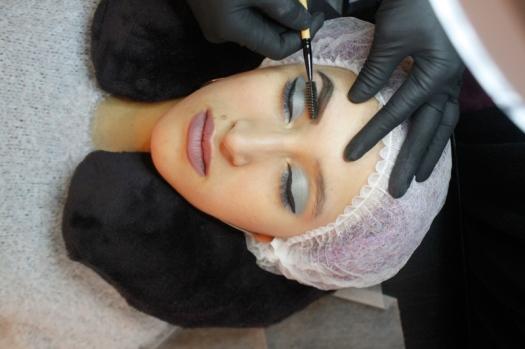 Cejas Kylie Jenner Tutorial por DeLilac - Tinte de cejas y cortado (20)