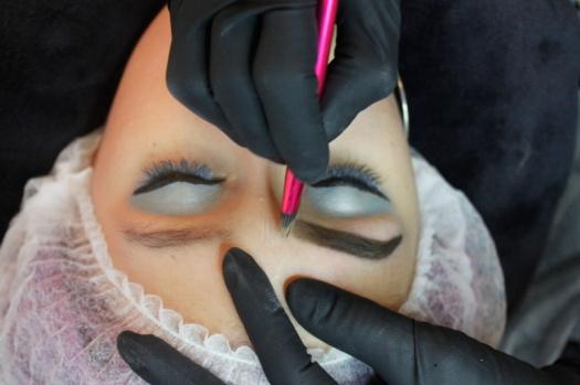 Cejas Kylie Jenner Tutorial por DeLilac - Tinte de cejas y cortado (23)