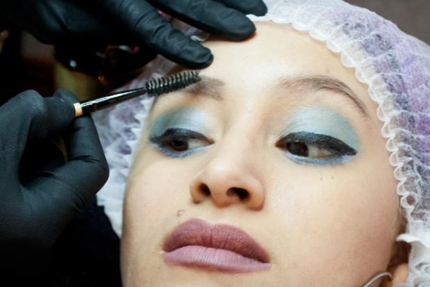 Cejas Kylie Jenner Tutorial por DeLilac - Tinte de cejas y cortado (8)