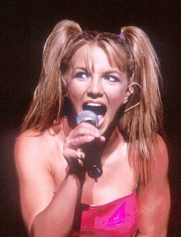 britney-90s-two-ponytails