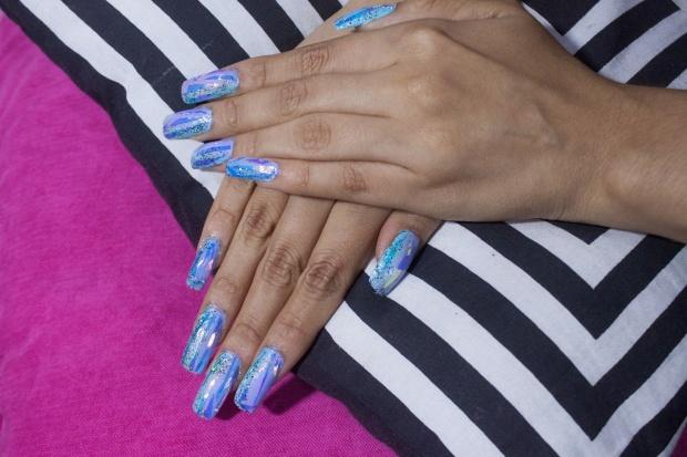 unas-holograficas-acrilicas-opal-glitter-nails-delilac-1