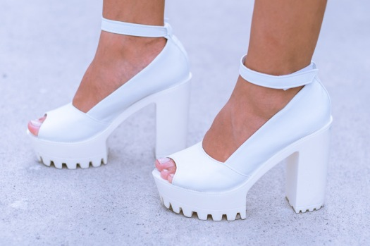 white-chunky-heels-gamiss-delilac-andrea-chavez-7