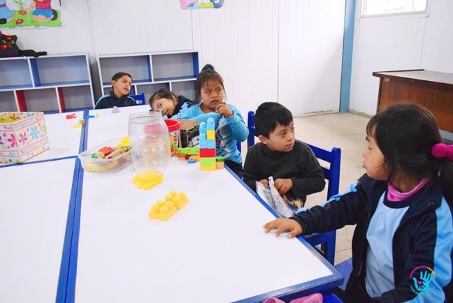 ESTUDIANTES REALIZAN CAMPAÑA SOCIAL EN BENEFICIO DE NIÑOS CON DISCAPACIDAD DEL CEBE HIPOLITO UNANUE (2)