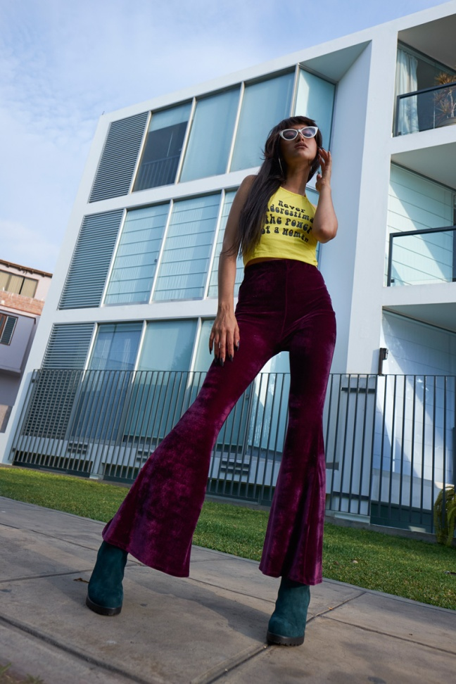 Never underestimate the power of a woman 90s halter top velvet bellbottoms green boots delilac (1)
