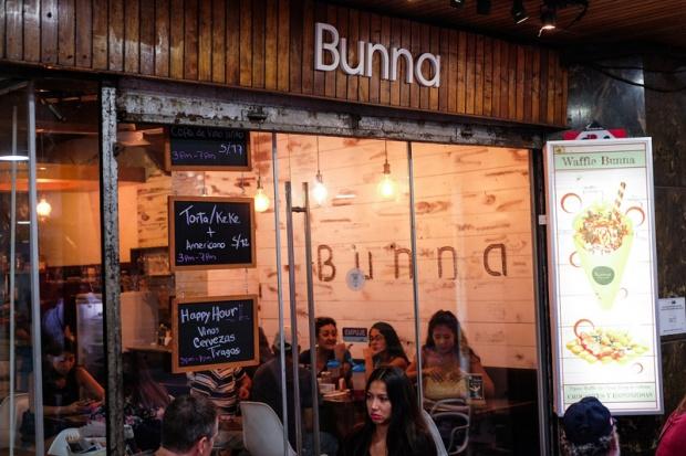BUNNA MILKSHAKES Y WAFFLES PERUVIAN FOOD ANDREA CHAVEZ REVIEW (8)