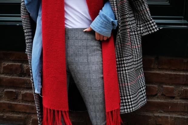 Tendencias inverno 2018 looks peru abrigos principe gales y rojo andrea chavez delilac (12)