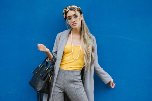 Grey coat and mustard winter outfit delilac (5)