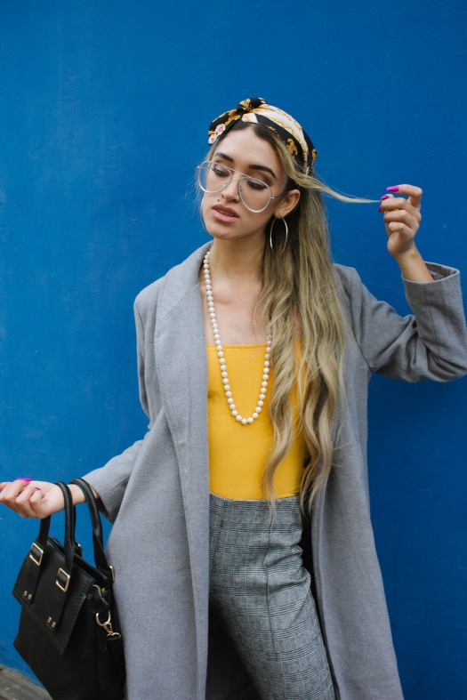 Grey coat and mustard winter outfit delilac (9)