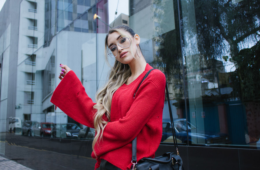 Red sweater and leather skirt for winter delilac blog andrea chavez look (1)