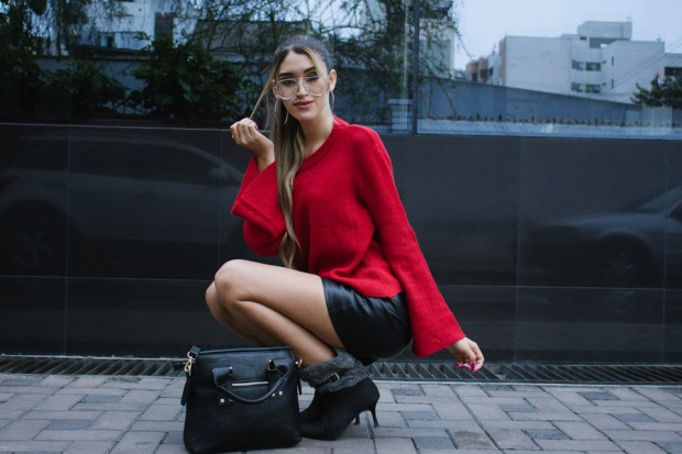 Red sweater and leather skirt for winter delilac blog andrea chavez look (5)