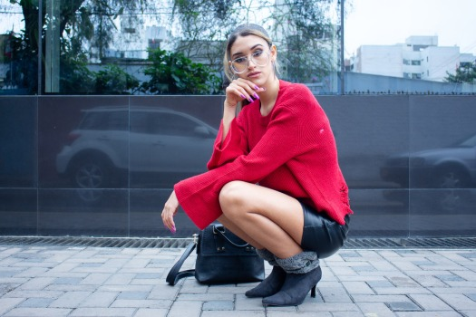 Red sweater and leather skirt for winter delilac blog andrea chavez look (8)
