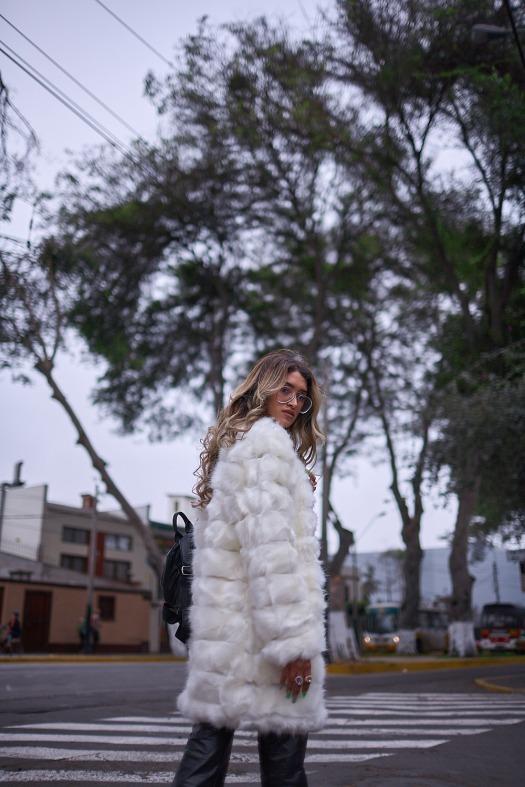 White faux fur coat yoins delilac andrea chavez look (11)