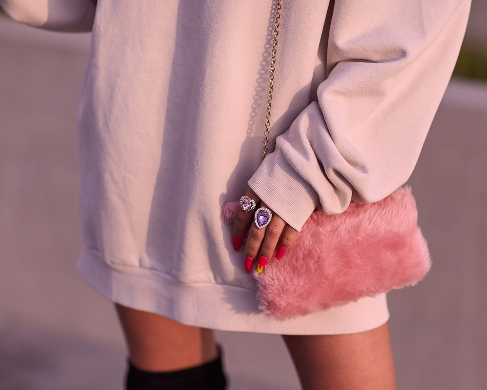 Ariana Grande look delilac overize hoodies (3)