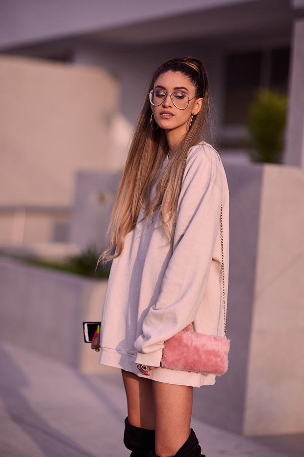 Ariana Grande look delilac overize hoodies (6)